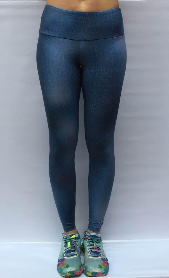 Legging em light com 2 bolsos traseiros estampa blue jeans