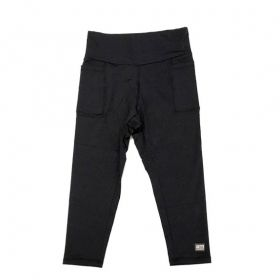Legging capri em sportiva preto com bolsos laterais e bolso ziper atrás