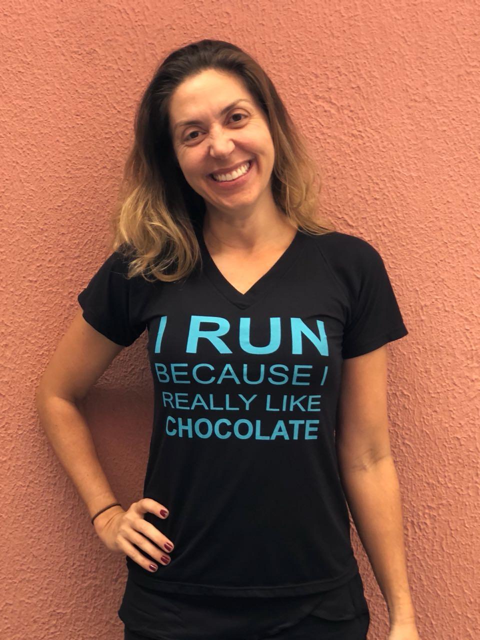 Camiseta running chocolate preta e azul