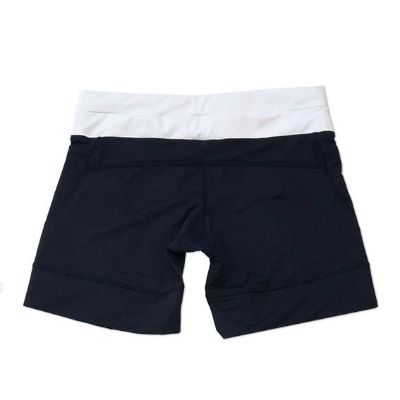 Shorts de compressão mil bolsos em compress preto com cós branco