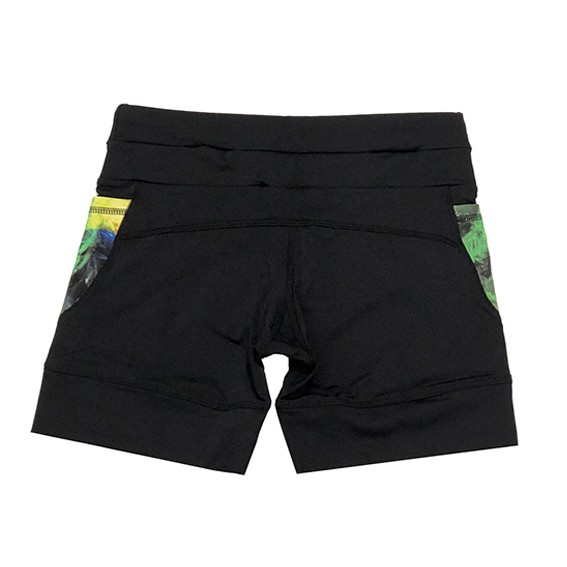 Shorts de compressão mil bolsos em sportiva preto com bolsos estampa Brasil
