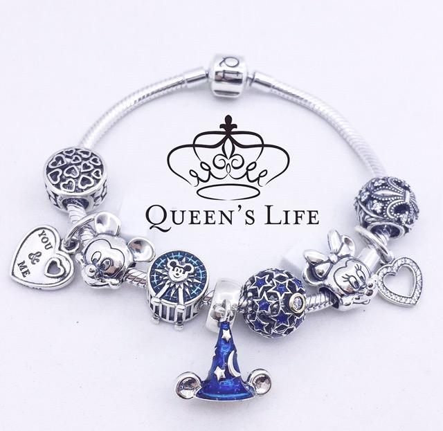 Berloque de Prata Flor de Lis/ liz, com Zircônias cúbicas, prata.