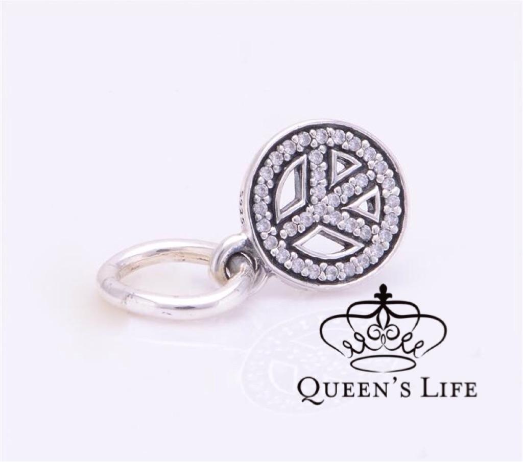 Charm de Prata Símbolo da Paz E Amor  com zircônias