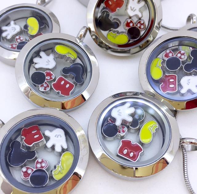 Conjunto de Cápsula 25 mm, Mini Charmes, Corrente e Caixa de Presente Motivo Disney