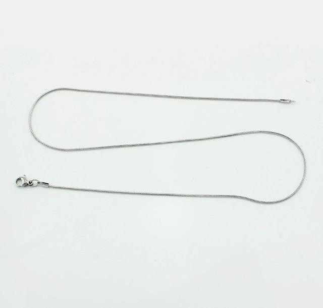 CORRENTE EM AÇO INOXIDÁVEL FINA, MODELO RABO DE RATO, MEDINDO APROXIM. 50 cm COMP X, 1,0 mm ESPESSURA.