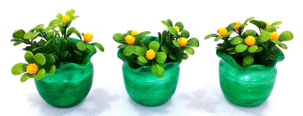 Trio de vasinhos decorativos verde com flores amarelas