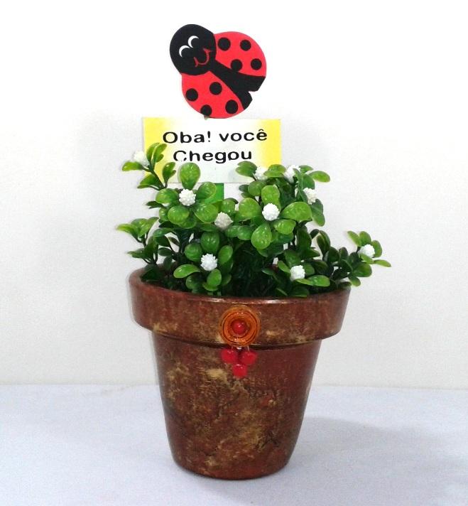 Vaso decorativo marrom com flores