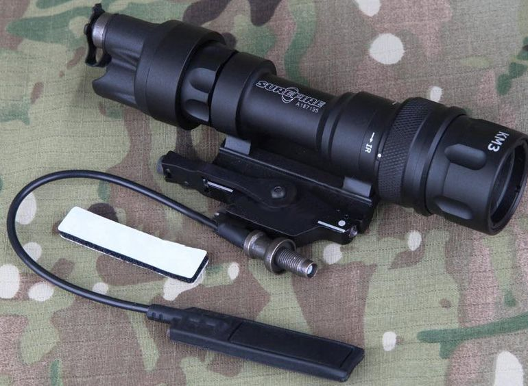Lanterna para AEG Element / Surefire - Remoto e Strobo EM952V