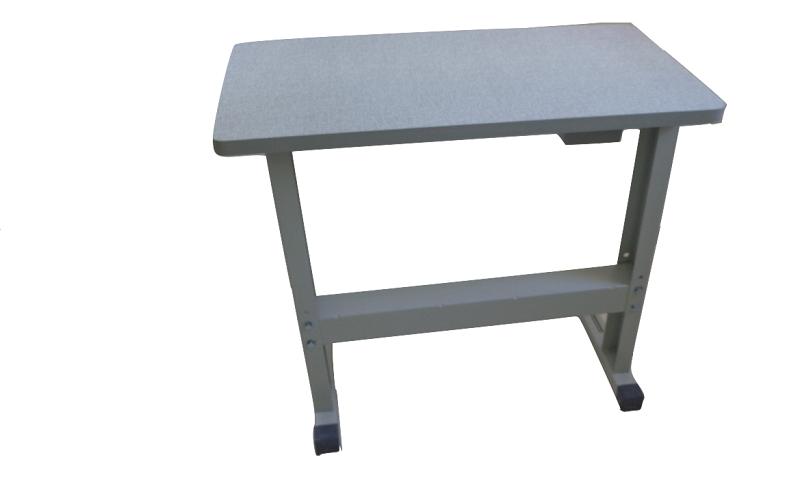 Bancada para Máquinas de Costura e Bordado, com espaço livre para as pernas