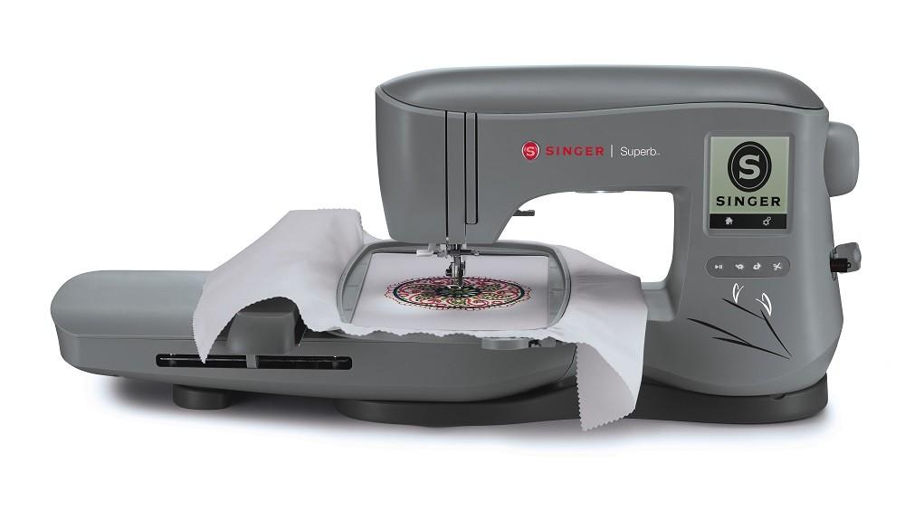 Máquina para Bordar SINGER EM 200 - Área de bordado de 26X15 cm.
