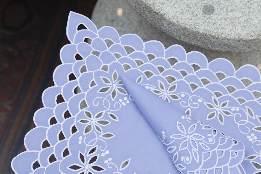 Kit Jogo Americano e Guardanapo Richelieu Azul Anil detalhes Branco