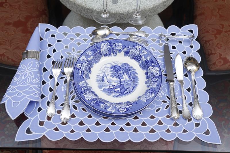 Jogo Americano+ Guardanapo Richelieu Escama Azul c/ Branco   - Helô Reis Store
