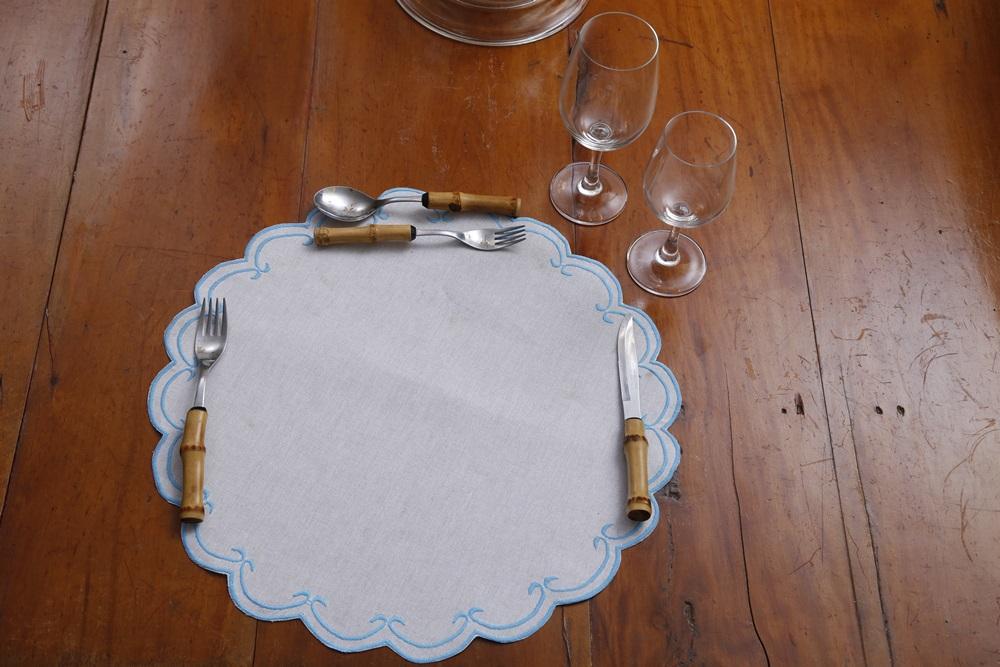 Sousplat Linho Cisne azul claro Kit com 8  - Helô Reis Store