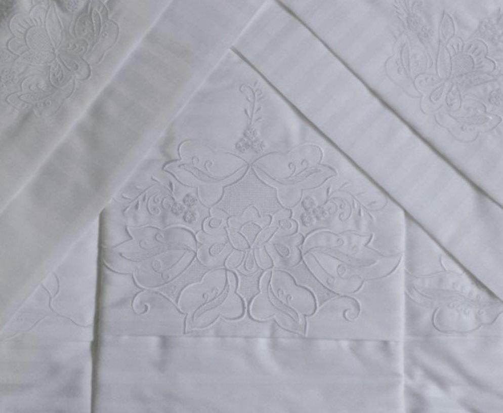 Roupa de Cama 500 fios adamascado Bordado Português Cor Branco/Branco  - Helô Reis