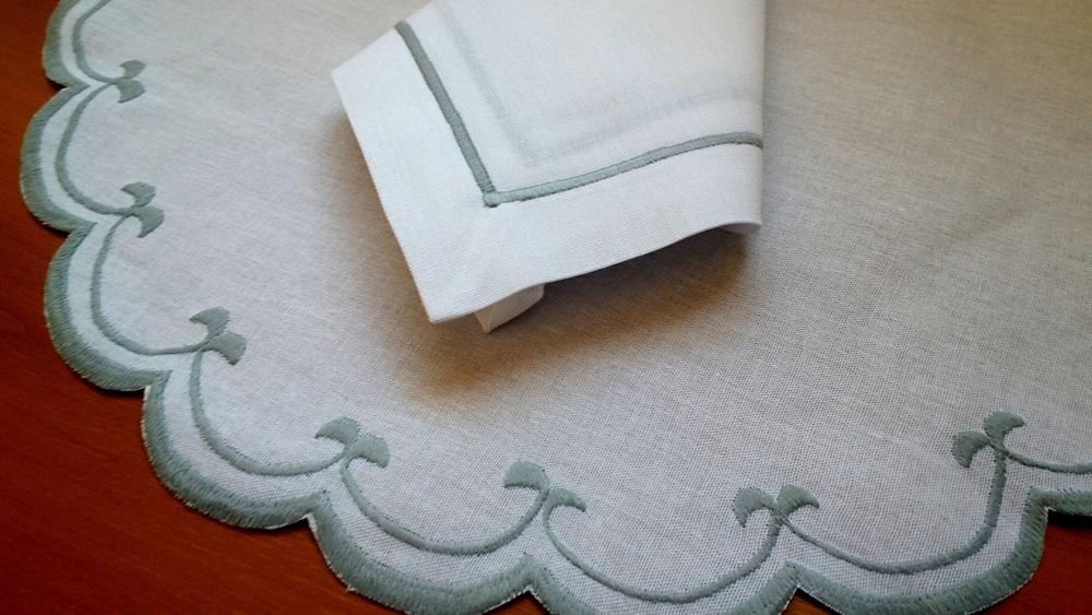 Sousplat+ Guardanapo Linho Festonê Cisne Cinza Kit Com 12  - Helô Reis Store