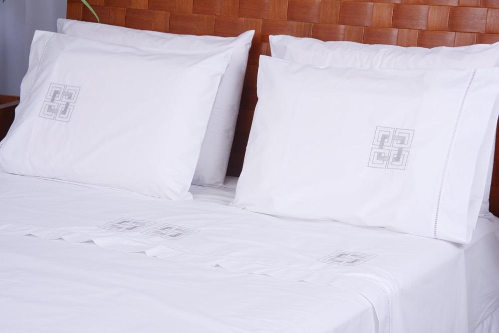 Roupa de Cama Bordada Bordado Geométrico 2 Cor Branco/Prata  - Helô Reis