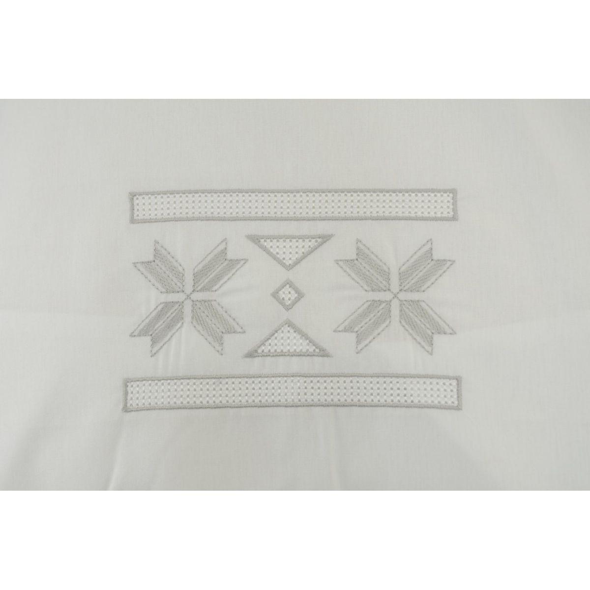 Jogo de Banho Bordado Grega Cor Branco/Prata ´- Jogo 03 Peças  - Helô Reis