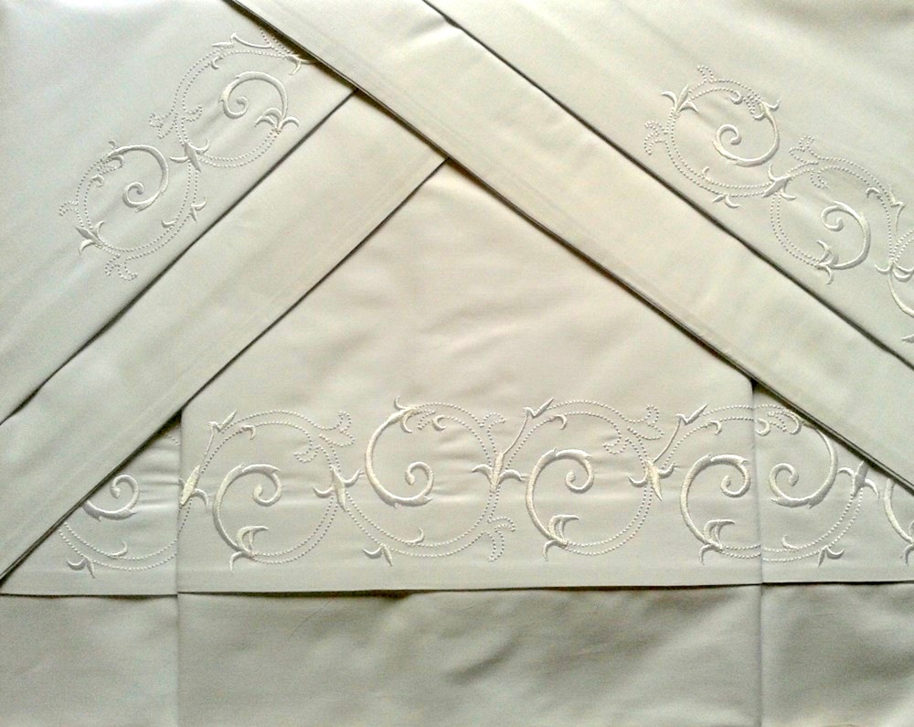 Roupa de Cama 800 fios Bordado Vettore cor Branco  - Helô Reis Store