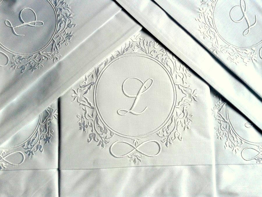 Roupa de Cama 800 Fios Bordado Brasão com Inicial Cor Branco  - Helô Reis