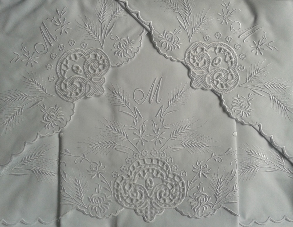 Roupa de Cama Bordado Trigo Cor Branco  - Helô Reis
