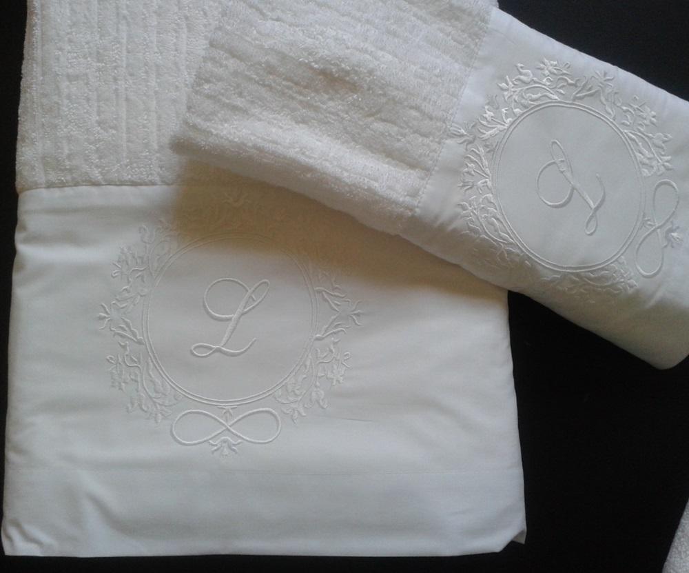Jogo de Banho Com Bordado Brasão Cor Branco Branco 3 Peças - Mande seu Brasão que Bordamos Para Você  - Helô Reis Store