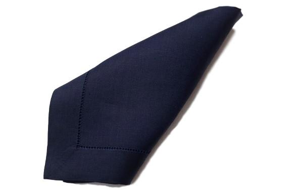 Guardanapo Cambraia de Linho Ponto Ajour Feito a Mão - Cor Azul Marinho  - Helô Reis