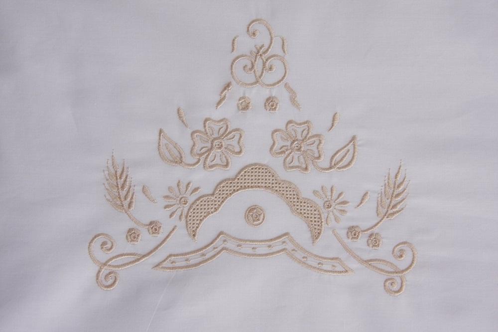 Roupa de Cama Bordada Bordado Richelieu Com Crivo cor Perola/Perola  - Helô Reis