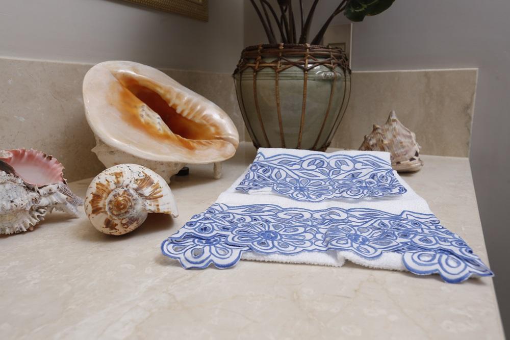 Toalha de Lavabo Richelieu Cor Branco/Azul M/P  - Helô Reis Store