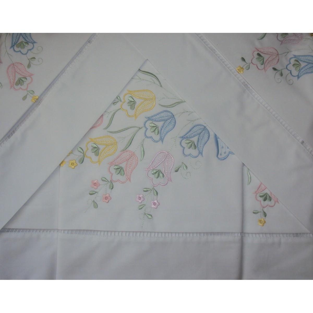 Roupa de Cama Bordado Lírio Colorido Cor Branco/Colorido  - Helô Reis Store