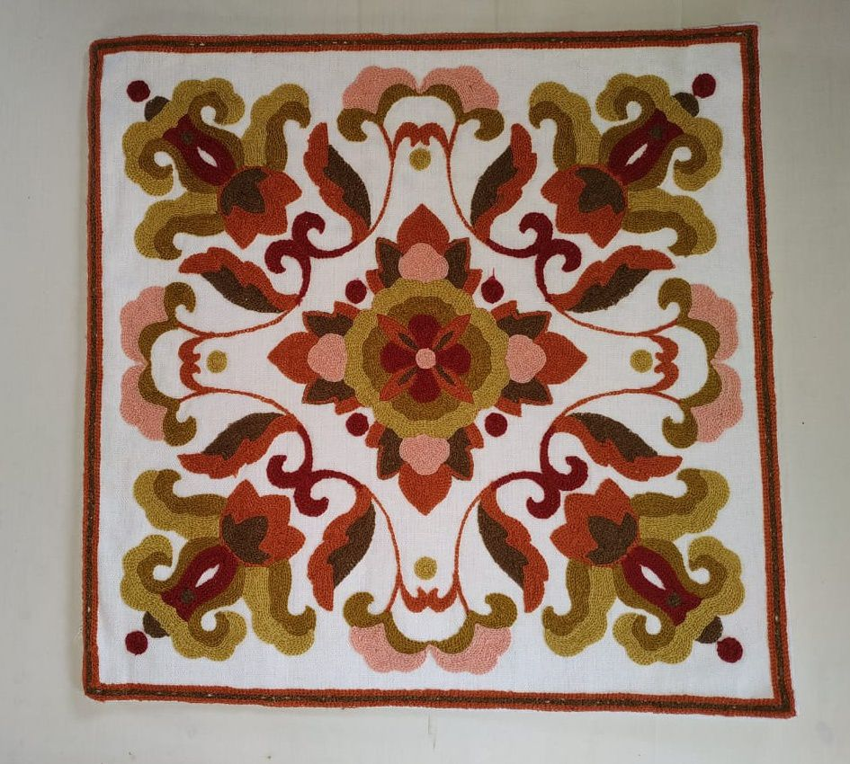 Capa de Almofada Bordada Branco/Rosê/Bege Florao  - Helô Reis Store