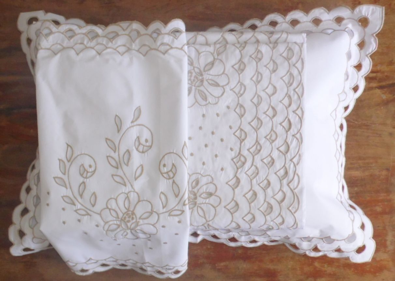Cobre Leito Queen Escama branco/pérola  - Helô Reis Store