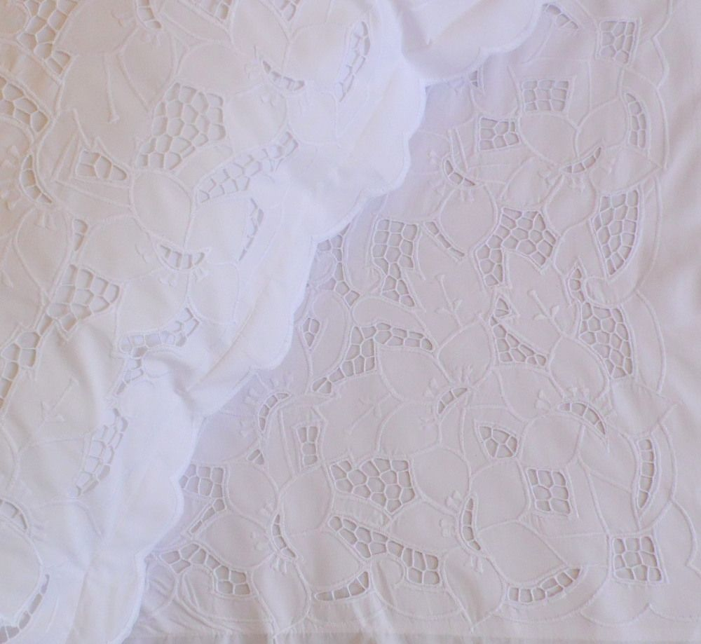 Par de Fronhas Jungle branco Bordado Richelieu   - Helô Reis Store