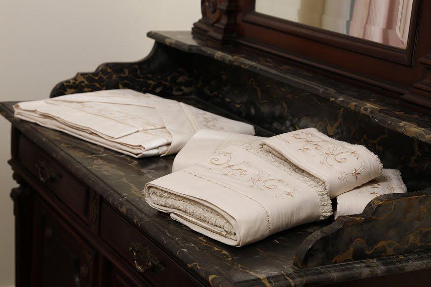 Suíte 250 fios Palito Arabesco savana  - Helô Reis Store
