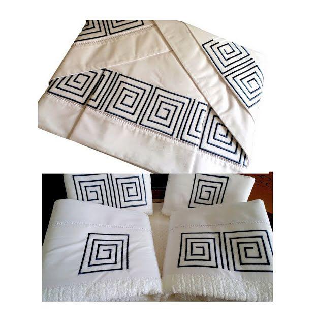 Suíte 250 fios Palito Labirinto branco/azul marinho  - Helô Reis Store