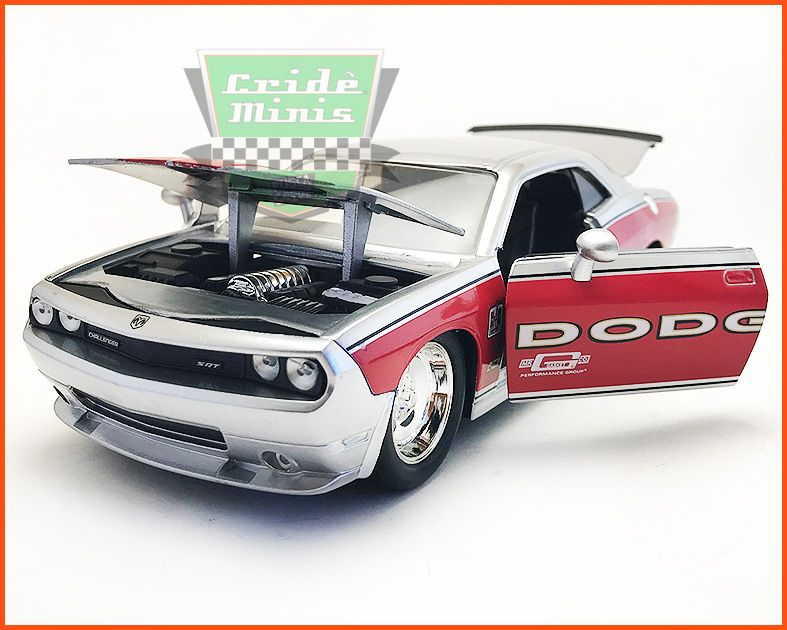 Dodge Challenger SRT8 2008 - escala 1/24