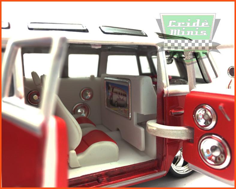 Kombi Custom Van Samba Vermelha 1969 - escala 1/25