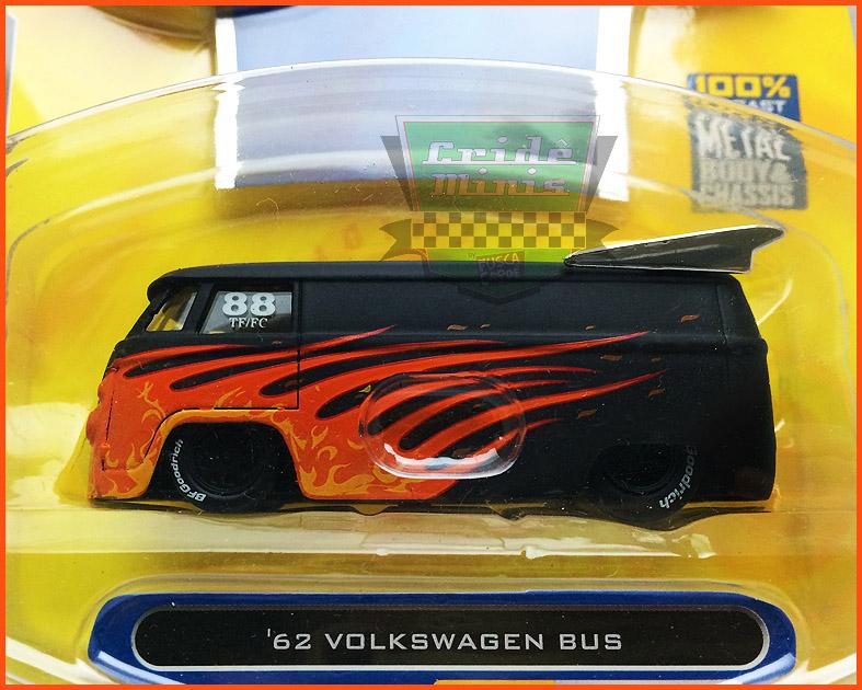 VW Kombi Bus 1962 Vdubs 2008 - escala 1/64