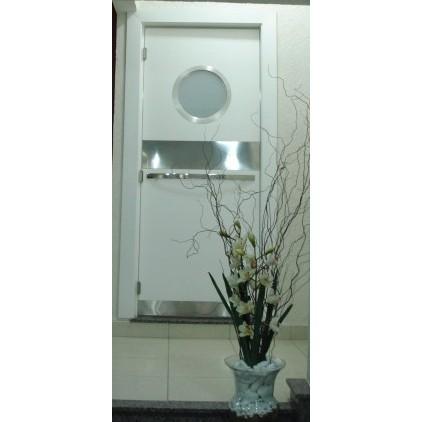 Foto Ilustrativa Porta 210x82 cm com escotilha MA-05 escovada 35/42 cm
