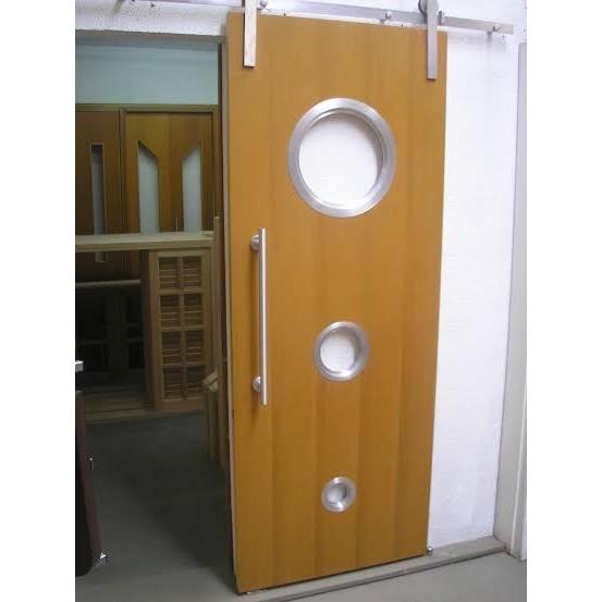 Foto Ilustrativa Porta 210x82 cm com escotilha trio MA-05/04/02 escovada