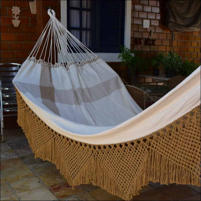 Rede de Dormir e Descansar Casal Algodão com Varanda Crochê Caramelo