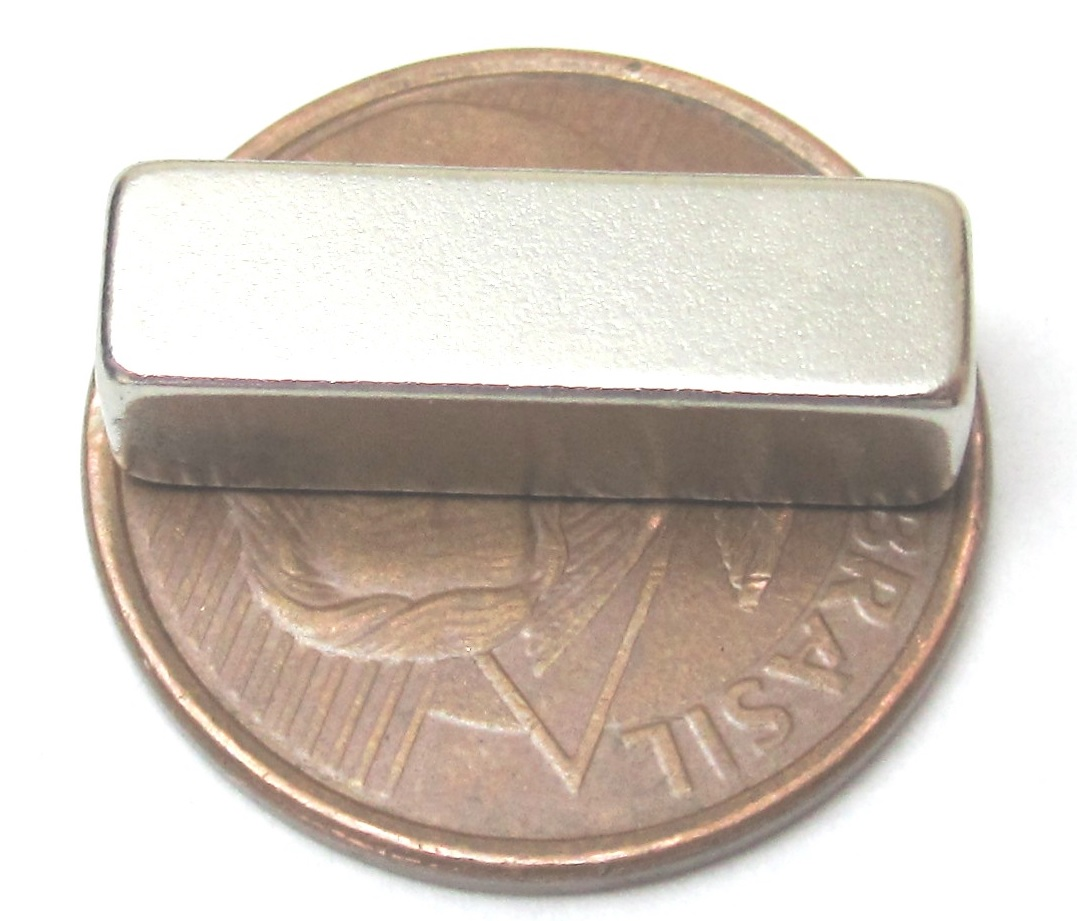 Imã de Neodímio Bloco N35 20x6x6 mm