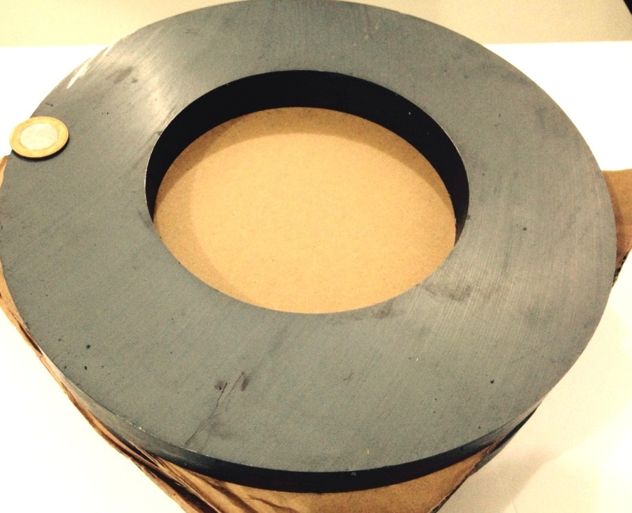 Imã de Ferrite Anel (cerâmica) Y30 280x150x25 mm