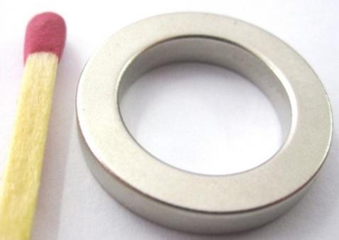 Imã de Neodímio Anel N35 19,05x12,7x3,18 mm  - Polo Magnético