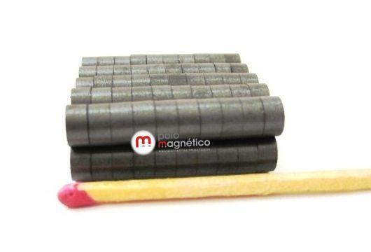 Imã de Ferrite Disco (cerâmica) Y30 6x3 mm  - Polo Magnético