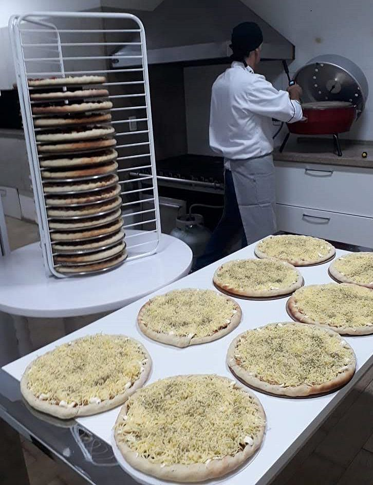 CABIDEIRO OU ARARA DE MASSAS DE PIZZAS PRÉ-MONTADAS. 1,0 M X 0,50 CM  - FÓRUM DE PIZZAS