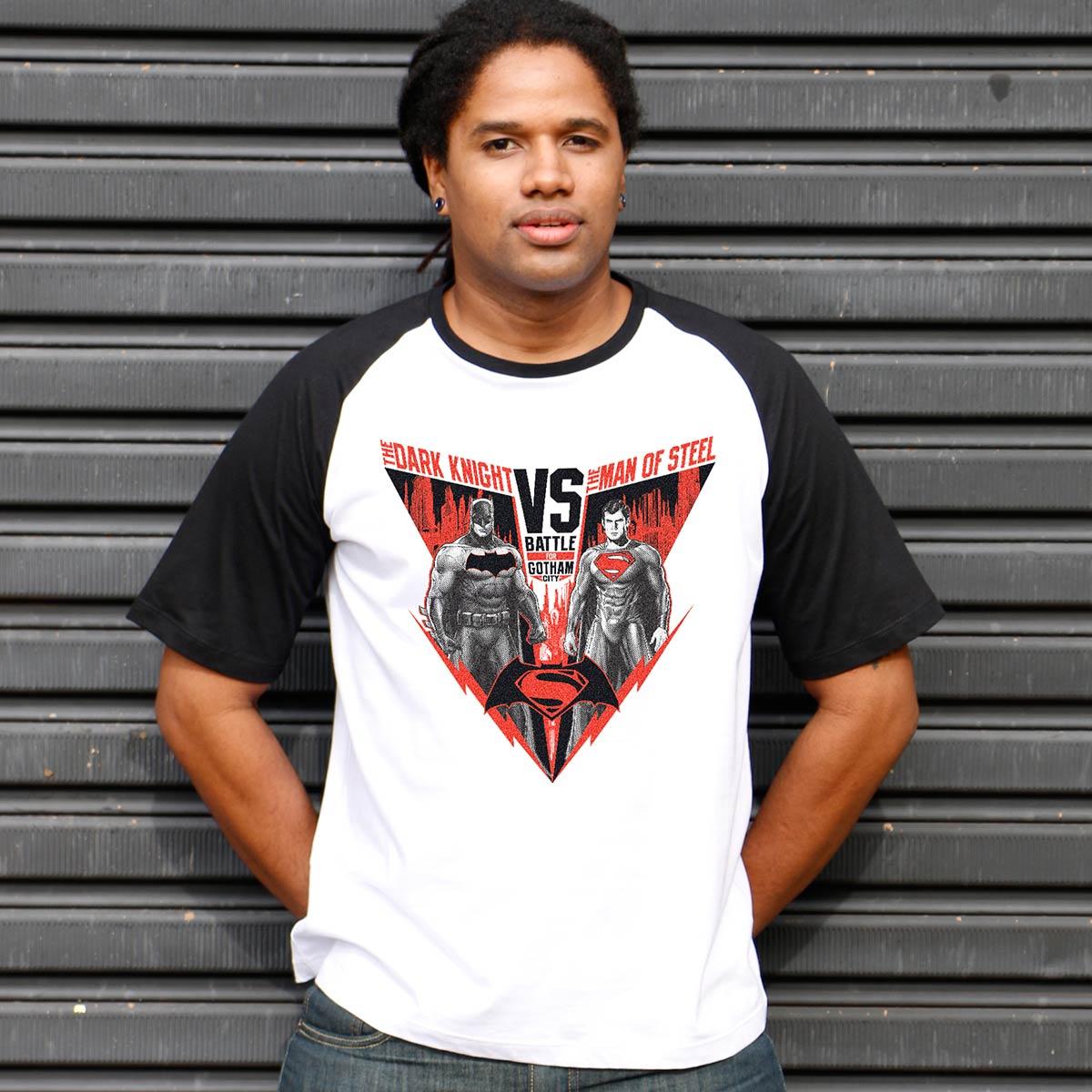 Camiseta Raglan Masculina Batman VS Superman Battle for Gotham City