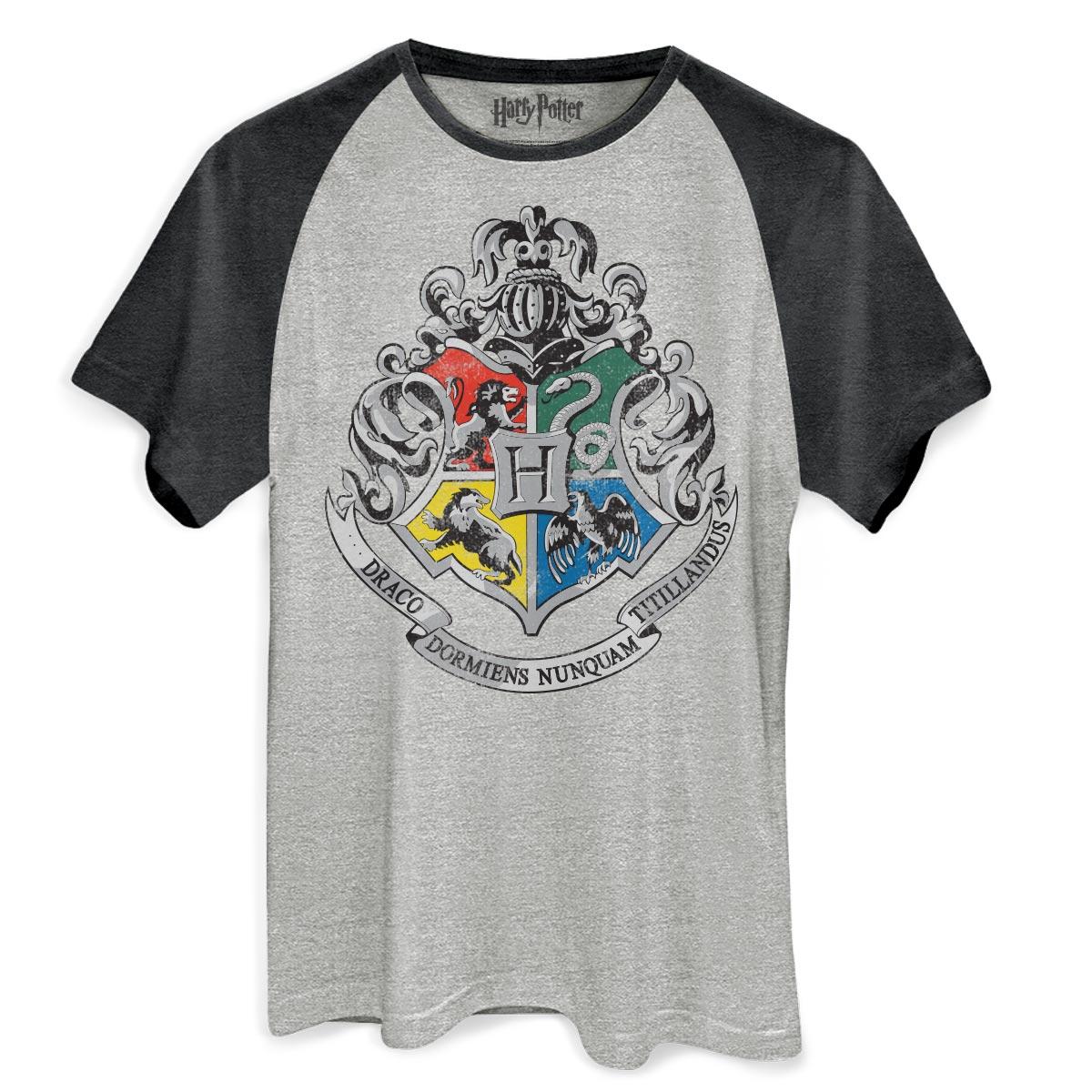 Camiseta Raglan Premium Masculina Harry Potter Bras�o de Hogwarts