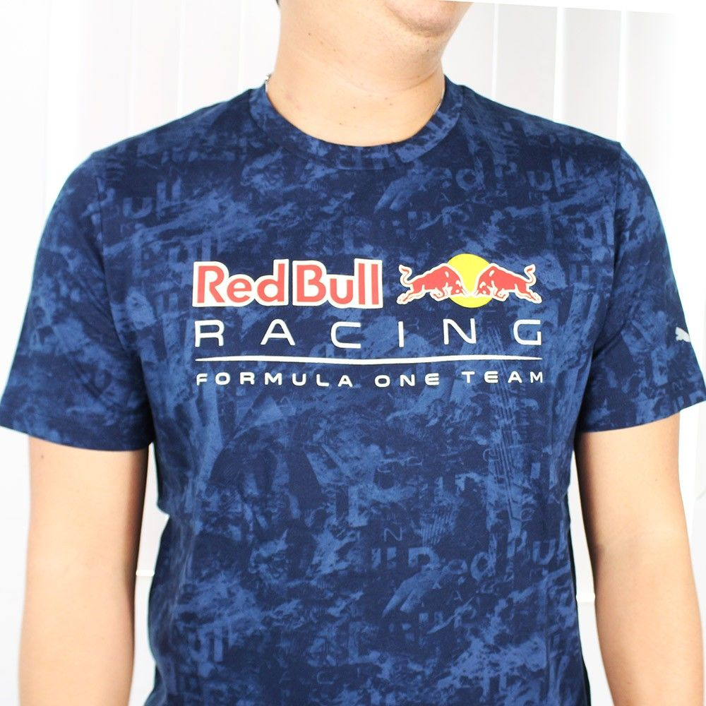 Camiseta RedBull STYFR-RBR ALLOVER TEE Total Eclipse Puma Oficial - Planet Bike Shop Moto Acessórios