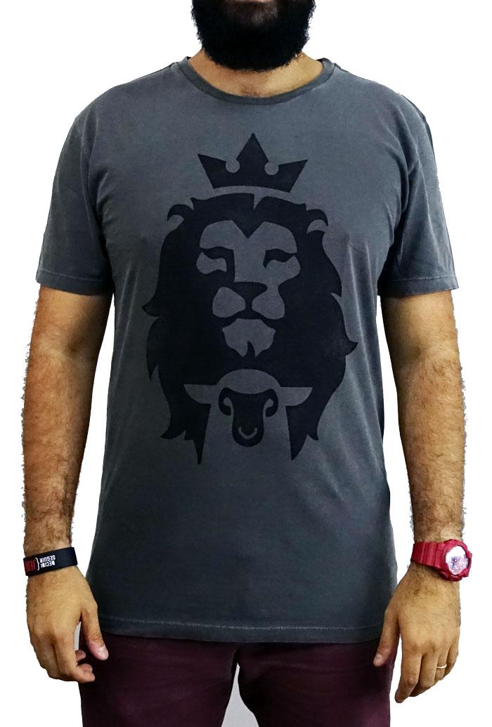 Camiseta Cordeiro e Leão -Masculina - Chumbo  - Jesuscopy