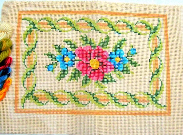 Kit Almofada Retangular Flores  - Conceição Spinola Tapeçaria
